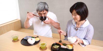 介護食の味噌汁の具やレシピ・作り方を解説!とろみの付け方と必要な理由!【高齢者向け】